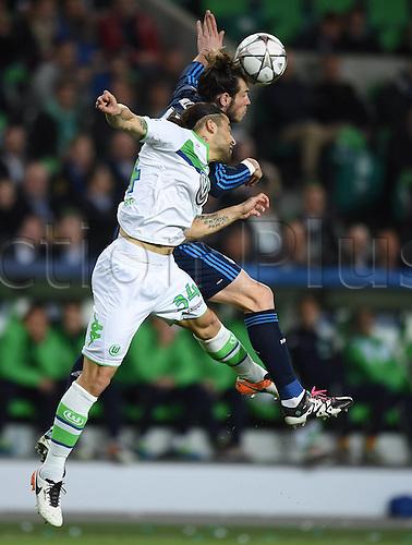 06.04.2016. Wolfsburg, Geramny. UEFA Champions League quarterfinal. VfL Wolfsburg versus Real Madrid.  Ricardo RODRIGUEZ (VfL) loses the header to Gareth BALE (Real)