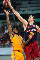 Herbalife Gran Canaria's player Royce O'Neale and FC Barcelona Lassa player Victor Claver during the final of Supercopa of Liga Endesa Madrid. September 24, Spain. 2016. (ALTERPHOTOS/BorjaB.Hojas) NORTEPHOTO.COM