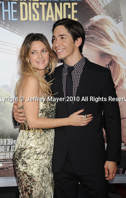 "HOLLYWOOD, CA. - August 23: Drew Barrymore and Justin Long arrive at the ""Going The Distance"" Los Angeles premiere at Grauman's Chinese Theatre on August 23, 2010 in Hollywood, California."