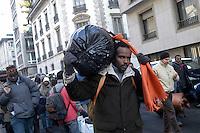 Profughi di guerra e richiedenti asilo politico sudanesi, eritrei e somali, in marcia verso il centro. Milano, 29 dicembre, 2005<br /> <br /> Sudanese, Somali and Eritrean war refugees and asylum seekers march to the city center. Milan, December 29, 2005