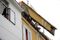 MANIZALES - COLOMBIA - 02 - 05 - 2013.  Una mujer mira uno de los techos que se desplomaron en la ciudad de Manizales, Departamento de Caldas en Colombia, mayo 2 de 2013.  El alerón que se desplomó en el centro de Manizales, dejó como saldo una persona muerta y cinco  heridas. (Foto: VizzorImage / Yonboni / Str.) A woman looks at one of the roofs that collapsed in the city of Manizales, Department of Caldas in Colombia, May 2, 2013. The roof that collapsed in downtown Manizales, left one person dead and five injured. (Photo: VizzorImage / Yonboni / Str).