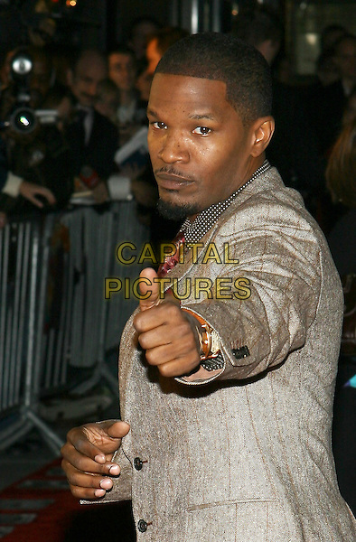 "JAMIE FOXX.NY Premiere of ""Jarhead"", Ziegfeld Theatre, NYC.October 30th, 2005.Photo: Jackson Lee/Admedia/Capital Pictures.Ref: JL/ADM.half length thumbs up gesture.www.capitalpictures.com.sales@capitalpictures.com.© Capital Pictures."
