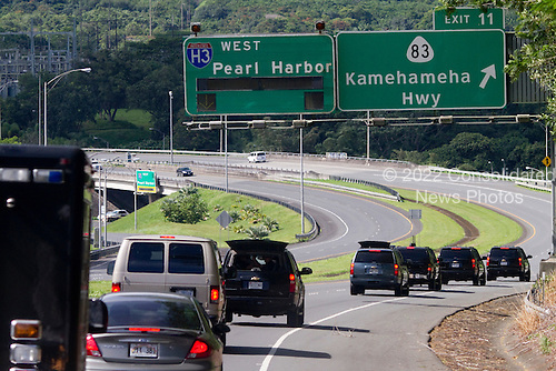 United States President Barack Obama's motorcade rides along the H3 Interstate in his motorcade to Luana Hills Country Club for a round of golf with friends in Kailua, Hawaii on Sunday, January 2, 2011. .Credit: Kent Nishimura / Pool via CNP