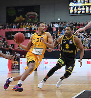 Basketball  1. Bundesliga  2016/2017  Hauptrunde  16. Spieltag  27.12.2016 Walter Tigers Tuebingen - MHP Riesen Ludwigsburg Mauricio Marin (li, Tigers) gegen Tekele Cotton (re, Ludwigsburg)
