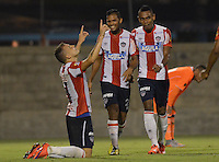 ENVIGADO -COLOMBIA-10-10-2015. Jugadores de Atlético Junior celebra la victoria sobre Envigado FC en partido por la fecha 13 de la Liga Águila II 2015 realizado en el Polideportivo Sur de la ciudad de Envigado./ Players of Atletico Junior celebrates the victory over Envigado FC during match for the date 7 of the Aguila League II 2015 at Polideportivo Sur in Envigado city.  Photo: VizzorImage/ León Monsalve /STR