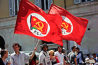 Roma 18 Aprile 2013.Proteste davanti a Montecitorio  per la candidatura di Franco Marini alla Presidenza della Repubblica da parte del Partito Democratico. La bandiera del Partito Comunista Italiano