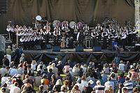 Bagad Roñsed-Mor de Lokoal-Mendon sur la scene spectacle