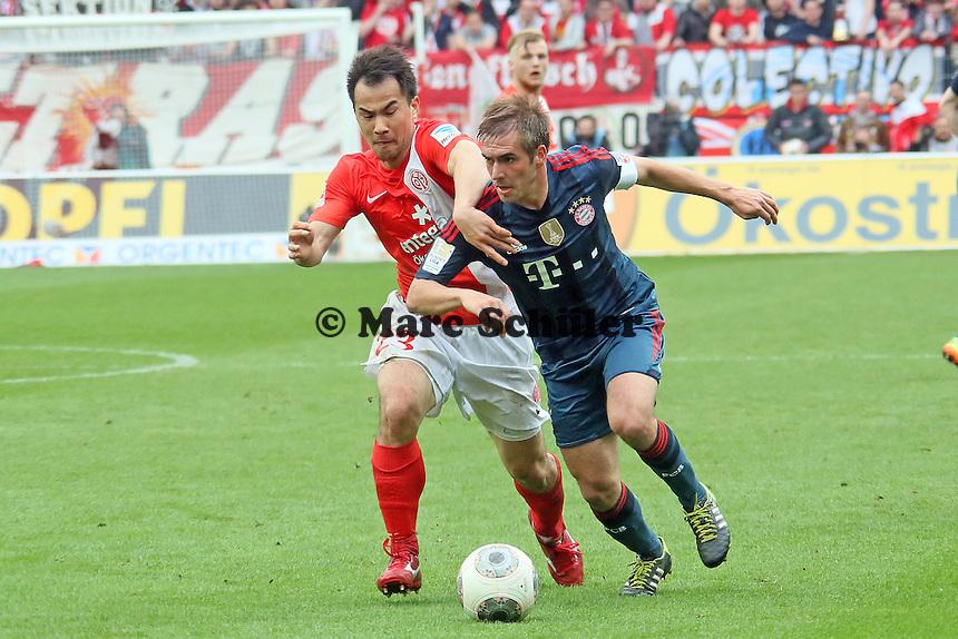 Shinji Okazaki (Mainz) gegen Philipp Lahm (Bayern) - 1. FSV Mainz 05 vs. FC Bayern München, Coface Arena, 26. Spieltag