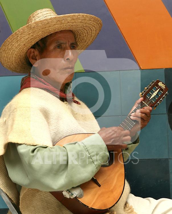 Musico indigena de la zona Tzeltal del Estado de Chiapas. Mexico.