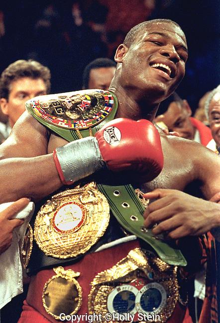 Riddick Bowe v. Evander Holyfield, Bowe ud 12, WBC, WBA, IBF