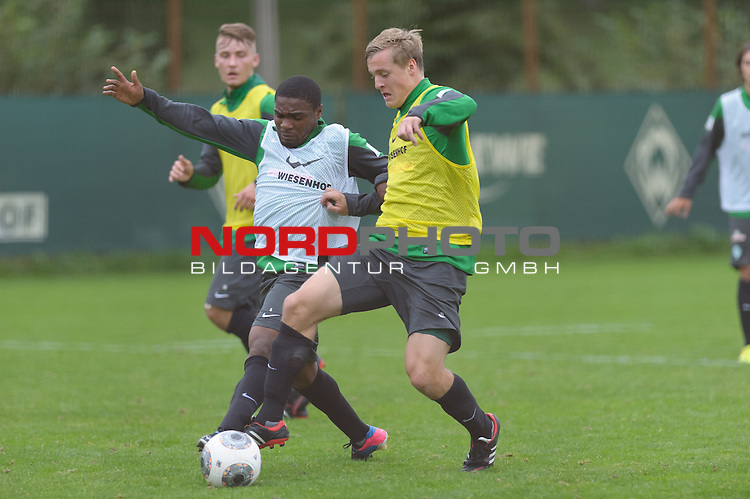 24.09.2013, Trainingsgelaende, Bremen, GER, 1.FBL, Training Werder Bremen, im Bild C&eacute;dric Makiadi (Bremen #6), Felix Kroos (Bremen #18)<br /> <br /> Foto &copy; nph / Frisch