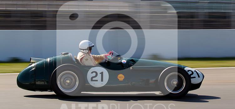 17.04.2010, Hockenheimring, Hockenheim, Hockenheim Historic, Race History On Track, im Bild von links Klaus Edel, Maserati 250F, EXPA Pictures © 2010, PhotoCredit: EXPA/ A. Neis