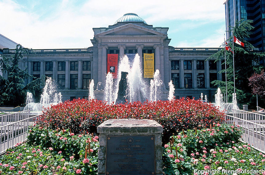 Vancouver: Former Provincial Courts. New Vancouver Art Gallery. 800 W. Georgia. 1906-1912. Centennial Fountain, 1967. Photo '86.