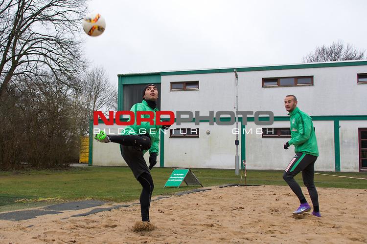 25.03.2016, Trainingsgelaende, Bremen, GER, 1.FBL, Training Werder Bremen<br /> <br /> im Bild<br /> &Ouml;zkan / Oezkan Yildirim (Bremen #17), Alejandro G&aacute;lvez / Galvez (Bremen #4), <br /> <br /> Foto &copy; nordphoto / Ewert