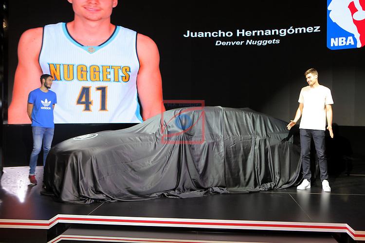 Automobile Barcelona 2017.<br /> Stand KIA. Presentacion Stinger.<br /> Alex Abrines &amp; Juancho Hernangomez.