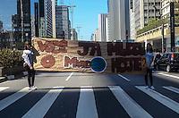 SAO PAULO, 18 DE AGOSTO DE 2012 - ACAO ONG TETO - Acao da ONG TETO que busca  ajudar pessoas em situacoes precarias de moradia, na avenida paulista, regiao central da capital na manha deste sabado. Com a arrecadacao a ONG constroi casas populares e promove acoes de desenvolvimento comunitario FOTO: ALEXANDRE MOREIRA - BRAZIL PHOTO PRESS