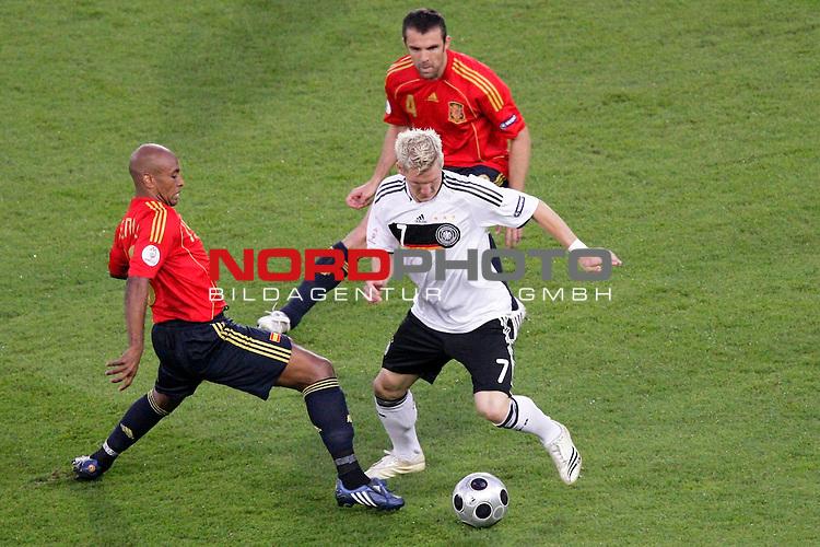 UEFA Euro 2008  Finale<br /> <br /> Vienna - Ernst Happel Match 32<br /> Deutschland ( GER ) - Spanien ( ESP )<br /> <br /> Bastian Schweinsteiger ( Germany / Mittelfeldspieler / Midfielder /  Bayern Muenchen #7)  Marcos Senna  ( Spain / Mittelfeldspieler / Midfielder /  Villarreal CF #19 )<br /> <br /> Foto &copy; nph (  nordphoto  )<br /> <br /> <br /> <br />  *** Local Caption ***