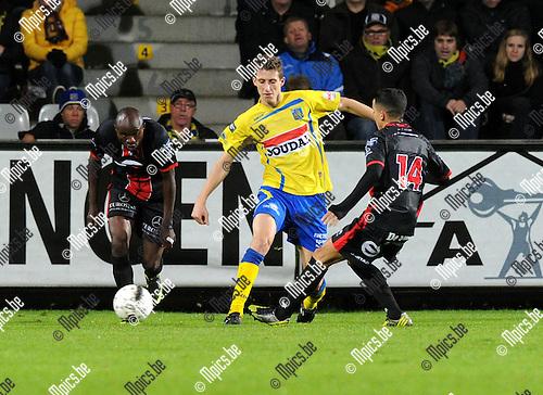 2012-10-13 / Voetbal / seizoen 2012-2013 / KVC Westerlo - FC Brussels / Jens Cools (Westerlo) wordt onder druk gezet..Foto: Mpics.be