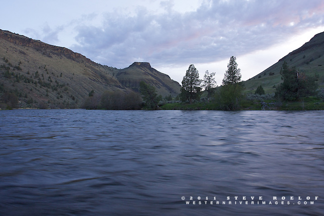 The sun fades away, Deschutes River, Oregon.