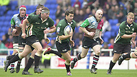 14/04/2002.Sport - Rugby Union.Madjeski Stadium - Reading.Zurich Premiership.London Irish vs Harlequins.Exiles Barry Everitt looking for an opening in the Quins defence. ...