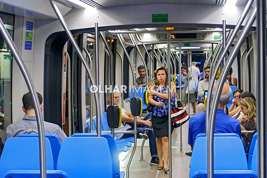 Transporte de passageiros VLT, veiculo leve sobre trilhos, Rio de Janeiro. 2019. Foto Juca Martins