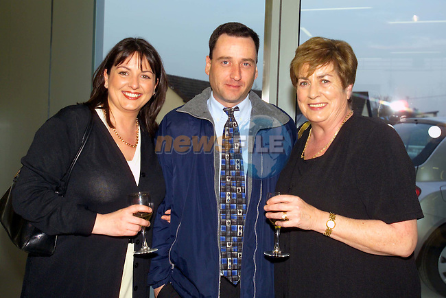 Marita and Rita Varley with Danny Duddy at the launch of the Nissan Irish open in Boyne Cars in Drogheda.Picture Fran Caffrey Newsfile