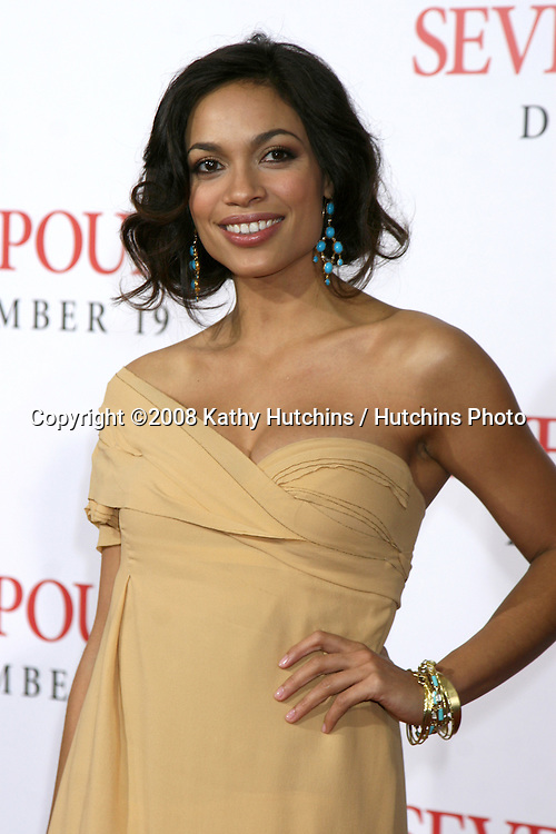 """Rosario Dawson arriving at the Premiere of """"Seven Pounds"""" at the Mann's Village Theater in Westwood, CA on December 15, 2008.©2008 Kathy Hutchins / Hutchins Photo..                ."""