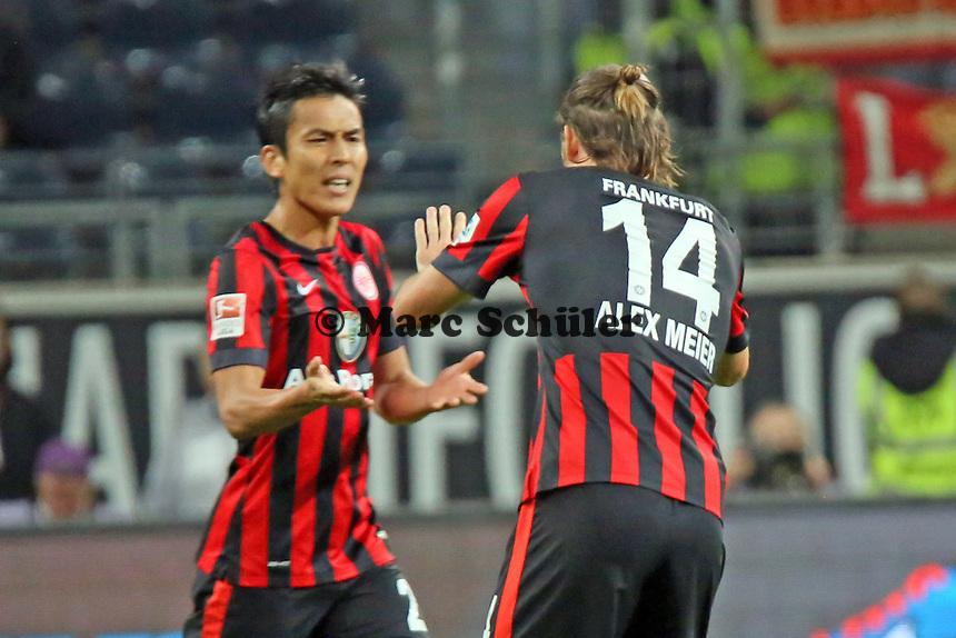 Torjubel Alex Meier (EIntracht) beim 1:2 mit Makoto Hasebe - Eintracht Frankfurt vs. 1. FSV Mainz 05, Commerzbank Arena