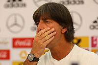 Bundestrainer Joachim Loew (Deutschland Germany) sieht bei der Nominierung seiner 23-köpfigen Mannschaft für die WM schwierige Entscheidungen auf sich zukommen - 01.06.2018: Pressekonferenz der Deutschen Nationalmannschaft zur WM-Vorbereitung in der Sportzone Rungg in Eppan/Südtirol