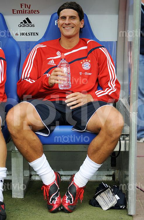 FUSSBALL  1. BUNDESLIGA   SAISON 2009/2010   7. SPIELTAG Hamburger SV - FC Bayern Muenchen                     26.09.2009 Mario GOMEZ (Bayern) auf der Ersatzbank