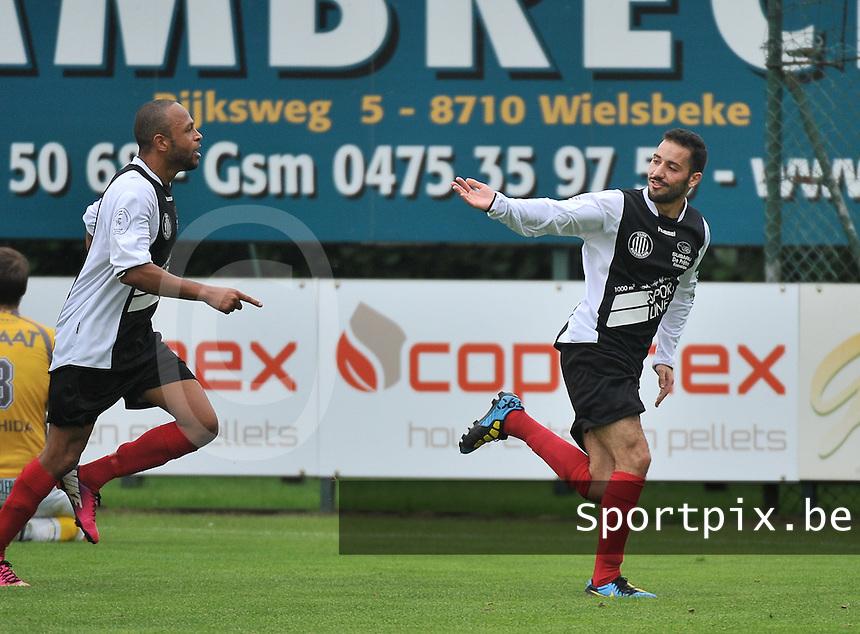 Club Roeselare : Ismael Sabaouni (rechts) viert zijn doelpunt met ploegmaat Ferdinand Carlier (links)<br /> foto VDB / Bart Vandenbroucke
