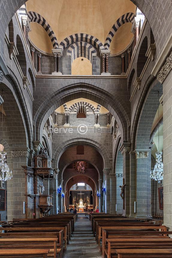 France, Haute-Loire (43), Le Puy-en-Velay, cathédrale Notre-Dame du Puy, classé au pratrimoine mondial de l'UNESCO pour le chemin de Saint Jacques de Compostelle, la nef // France, Haute Loire,, le Puy en Velay, Cathedral  listed as World Heritage by UNESCO for the Way of St. James, the nave