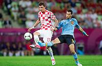 GDANSK, POLONIA, 18 JUNHO 2012 - EURO 2012 - ESPANHA X CROACIA - Sergio Busquets  jogador da Espanha durante lance partida contra Mario Mandzukic  da Croacia pela terceira rodada do Grupo C da Euro 2012 em Gdansk na Polonia , nesta segunda-feira , 18. (FOTO: PIXATHLON / BRAZIL PHOTO PRESS).