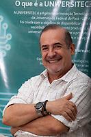 Gonzalo Enrique Vasquez Enriquez,  diretor da Universitec - Agência de Inovação Tecnológica da UFPa,  durante sessão de fotos no laboratório de engenharia de alimentos instalado no campos do Guamá.<br /> Belém, Pará, Brasil<br /> Foto Paulo Santos<br /> 14/11/2014
