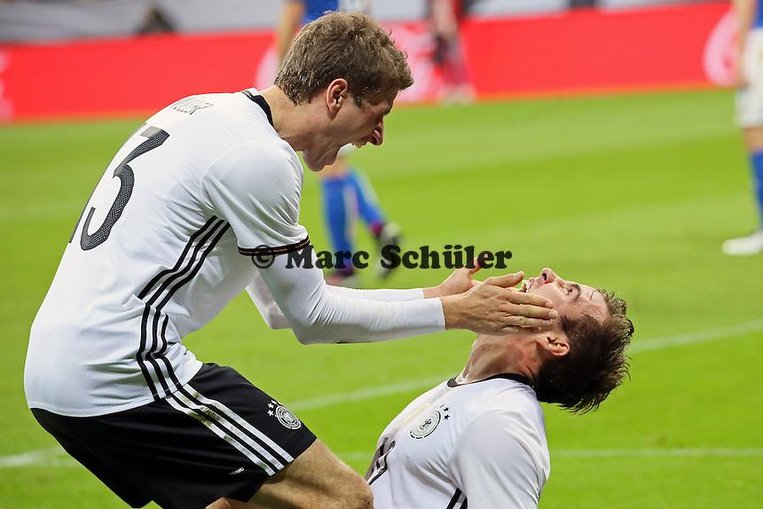 Torjubel Mario Götze (D) beim 2:0 mit Thomas Müller - Deutschland vs. Italien, Allianz Arena München