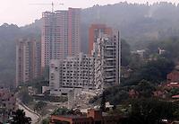MEDELLÍN - COLOMBIA, 27-02-2014.  Hoy fue realizada la implosión de la torre 5 del edificio Space en Medellín que fuera afectada seriamente tras el desplome de la torre 6 el pasado mes de octubre de 2013./ Today was conducted the implosion of tower 5 of the Space building in Medellin that was affected seriously after the collapse of tower 6 the past October of 2013.  Photo: VizzorImage/ Cortesía Camilo Gil
