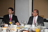SAO PAULO, SP,  19 DE FEVEREIRO DE 2013. ENCONTRO DO GOVERNADOR ALCKMIN COM A BANCADA DE SP. O Governador Geraldo Alckmin e o prefeito Fernando Haddad  durante café da manhã com a bancada federal de São Paulo. No encontro, foram discutidos projetos em tramitação no Congresso envolvendo o Estado de São Paulo. FOTO ADRIANA SPACA/BRAZIL PHOTO PRESS