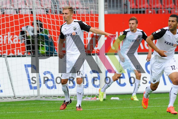 Sandhausens Florian Huebner (Nr.17)  im Spiel SV Sandhausen - FC Ingolstadt 04.<br /> <br /> Foto &copy; P-I-X.org *** Foto ist honorarpflichtig! *** Auf Anfrage in hoeherer Qualitaet/Aufloesung. Belegexemplar erbeten. Veroeffentlichung ausschliesslich fuer journalistisch-publizistische Zwecke. For editorial use only.