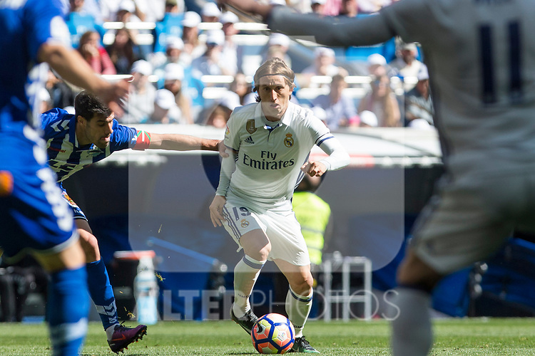 Luka Modric of Real Madrid during the match of  La Liga between Real Madrid and Deportivo Alaves at Bernabeu Stadium Stadium  in Madrid, Spain. April 02, 2017. (ALTERPHOTOS / Rodrigo Jimenez)