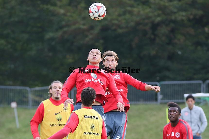 Bamba Anderson und Martin Lanig (Eintracht) beim Kopfball - Eintracht Frankfurt Training, Commerzbank Arena