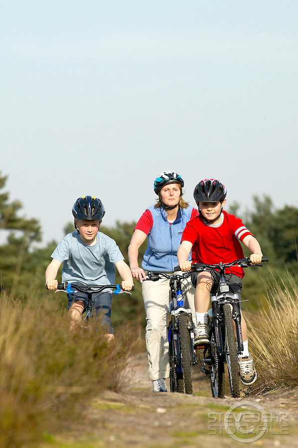 Jill , Sam and Gus riding bikes .Virginia Water, Surrey , April 2004.pic copyright Steve Behr / Stockfile