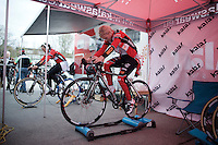 warming up<br /> <br /> Jaarmarktcross Niel 2015