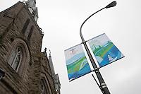 Olympiastadt Vancouver 2010..Vancouver 2010 Banner schmücken die Stadt in vielen Straßen sowie hier vor einer Kirche in Vancouver.