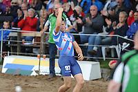 FIERLJEPPEN: BURGUM: Accommodatie 'De Jint', Ljeppersklup Burgum, 11-07-2012, Keningsljeppen, Bart Helmholt (#97)) wint met een sprong van 20,36m en wordt Kening, ©foto Martin de Jong
