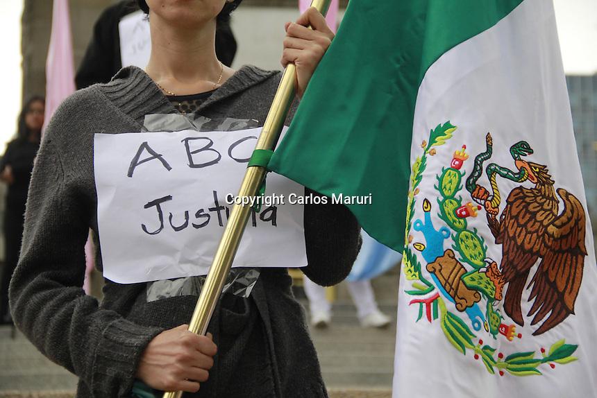 M&eacute;xico DF 05/Junio/2015.<br /> Se realiz&oacute; marcha en conmemoraci&oacute;n de la tragedia de la guarder&iacute;a ABC, dicha marcha sali&oacute; del &Aacute;ngel de la Independencia con rumbo al Z&oacute;calo capitalino.<br /> A seis a&ntilde;os de los hechos ocurridos en la guarder&iacute;a ABC, en el estado de Hermosillo Sonora, en donde perecieron 49 infantes de un mortal incendio que devasto el lugar, la sociedad civil, colectivo y personalidades del mundo del espect&aacute;culo se dan cita a&ntilde;o con a&ntilde;o para reclamar justica y castigo a los responsables para que no quede impune esta tragedia que azoto a todo M&eacute;xico.<br /> Todos los derechos reservados.