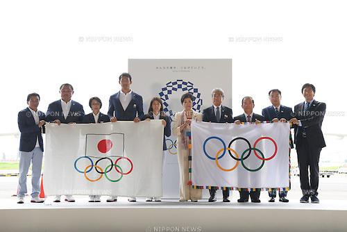 (L-R) Yuji Takada, Yasuhiro Yamashita, Seiko Hashimoto, Saori Yoshida, Keisuke Ushiro,  Yuriko Koike,  JOCTsunekazu Takeda, Toshiro Muto,  Hirokazu Matsuno,  Daichi Suzuki, <br /> AUGUST 24, 2016 : The Olympic flag welcoming ceremony at Haneda Airport in Tokyo, Japan. The Olympic flag was passed to new Tokyo governor Yuriko Koike from IOC President at the Rio de Janeiro 2016 Olympic Games closing ceremony on August 21. Tokyo will host the 2020 Olympic Games. (Photo by AFLO SPORT)