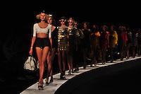 RIO DE JANEIRO, RJ, 22 DE MAIO 2012 - FASHION RIO 2012 - PRIMAVERA / VERAO 2012 / 2013 -  NEW ORDER -  Modelo durante desfile da grife New Order, no primeiro dia de desfiles do Fashion Rio moda Primavera / Verao 2012 / 2013 no Jockey Club Brasileiro - na Gavea no Rio de Janeiro, nesta terca-feira, 22. (FOTO: STEPHANIE SARAMAGO / BRAZIL PHOTO PRESS).