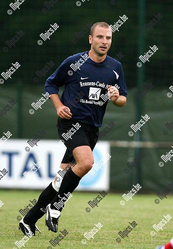2010-08-10 / Seizoen 2010-2011 / Voetbal / KSK 's Gravenwezel / Thomas Dons..Foto: mpics
