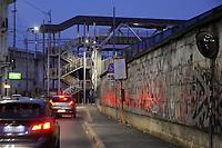 - Milano, quartiere Ortica, passerella sullo snodo ferroviario<br /> <br /> - Milan, Ortica district, footbridge on railway junction