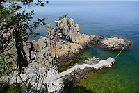 Granitfelsen Helligdomsklipperne, Ostk&uuml;ste der Insel Bornholm, D&auml;nemark, Europa<br /> Granite Cliff Helligdomskliperne, eastcoast of Isle of Bornholm Denmark